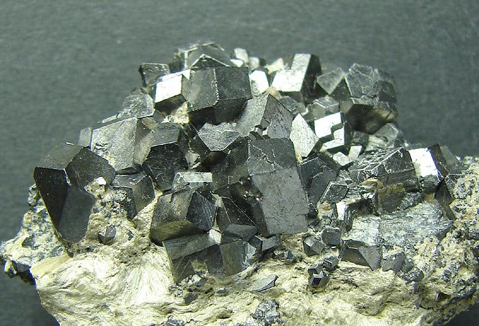 Kryształy magnetytu z Miedzianki