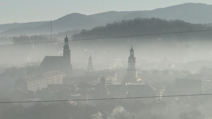 Jelenia Góra we mgle. Foto: Krzysztof Tęcza