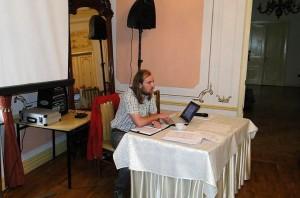 Szymon Bijak prowadzi zebranie KK ZG PTTK. Foto: Krzysztof Tęcza