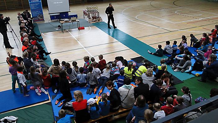 Dzieci słuchają o zagrożeniach, jakie niesie czad. Foto: Krzysztof Tęcza