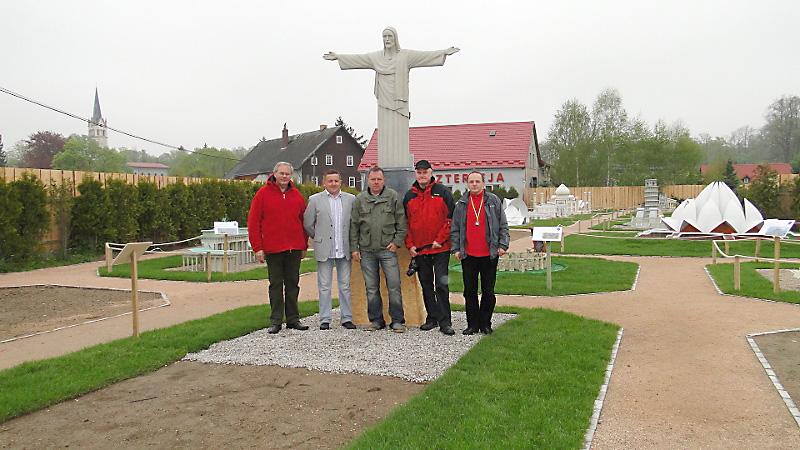 Z właścicielami parku Jerzym Onyszczakiem i Zbyszkiem Kudelskim (pośrodku). Foto: Krzysztof Tęcza
