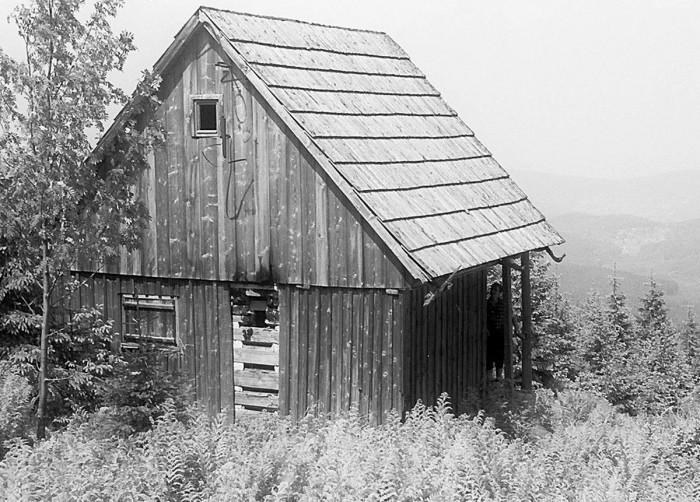 Opuszczona chatka nad Polskim Potokiem, później zwana Noworoczną (VI-1962)