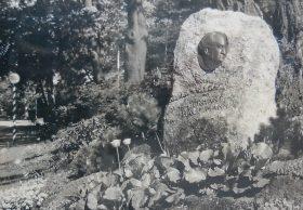 Pierwotny pomnik Hauptmanna stał w Szczawnie od 1932 roku.